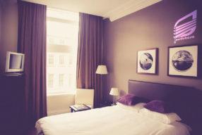 پرده هتلی